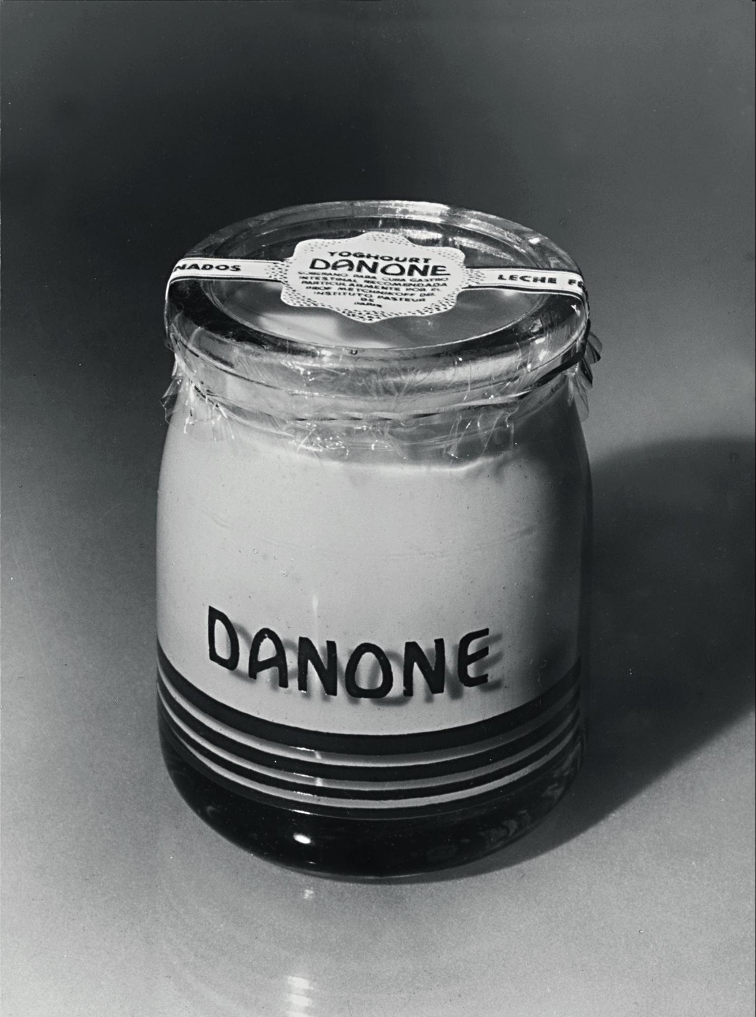bad47ab78b30 По Европе йогурт распространился начиная с 1542 года, благодаря императору  Франции - Франциску I, который при помощи заморского напитка излечил  желудочный ...